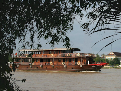 [picture] Bassac II cruising at Tàm Vu, Cần Thơ, in the Mekong delta