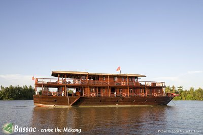 [Picture] The Bassac II at anchor on Măng Thít river