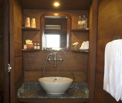 [picture] Bathroom on board the Bassac