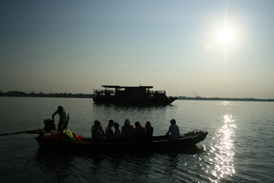 [image] Bassac II on a visit at the river frontier between Vietnam and Cambodia