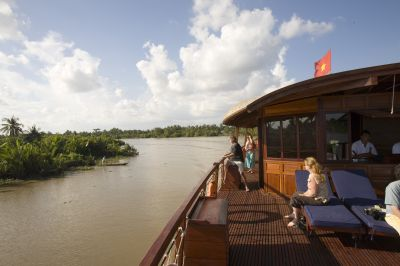 [picture] Cruising the Măng Thít river, in the heart of the Mekong delta, on board a wooden boat